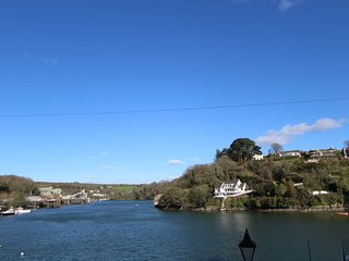The Lookout: A Stunning 4 Bedroom Home with Terrace & Fowey River View - Fowey vacation rentals