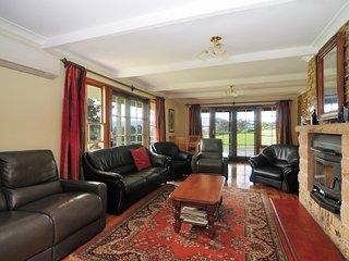 Nice 5 bedroom House in Kangaroo Valley with A/C - Kangaroo Valley vacation rentals