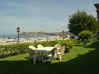 Apartment with garden in front of the beach - Comillas vacation rentals
