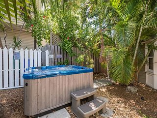 Pelican Suite - Secluded Studio w/ 3 Hot Tubs On Site. Steps to Duval St! - Key West vacation rentals