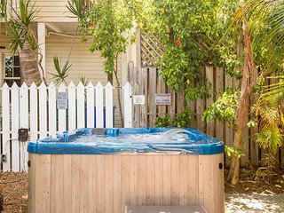 Osprey Suite - Secluded Studio w/ 3 Hot Tubs On Site. One Block from Duval St - Key West vacation rentals