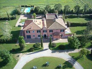Spacious 7 bedroom Villa in San Donato with Internet Access - San Donato vacation rentals