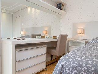 apartamento 2 dormitórios com garagem privativa - Porto Alegre vacation rentals