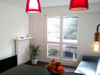 Nice Condo with Housekeeping Included and Television - Clamart vacation rentals