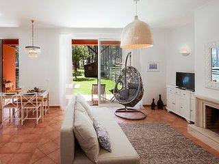 Aroeira Golf&Beach Apartment - Almada vacation rentals