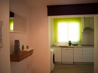 Cozy 2 bedroom Valencia Apartment with Internet Access - Valencia vacation rentals