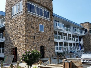 You Deserve the Best! 4 BR, 3 BA with Two Lakefront Decks - New - 12 ppl max - Put in Bay vacation rentals