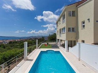 4 bedroom Villa with Internet Access in Kastel Gomilica - Kastel Gomilica vacation rentals