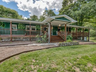 Perfect 3 bedroom Maggie Valley House with Internet Access - Maggie Valley vacation rentals
