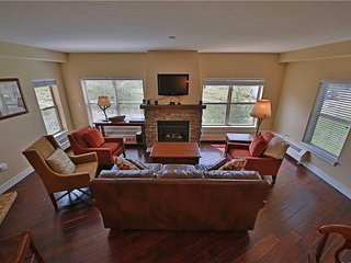 3 bedroom Apartment with Deck in Granby - Granby vacation rentals