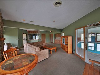 Nice Condo with Deck and Hot Tub - Granby vacation rentals