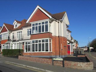 Nice 2 bedroom Condo in Bournemouth with Internet Access - Bournemouth vacation rentals