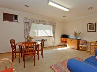 Perfect 3 bedroom Albury Cottage with A/C - Albury vacation rentals
