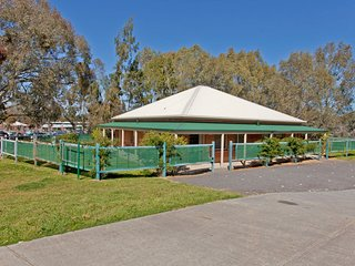 2 bedroom Condo with Internet Access in Albury - Albury vacation rentals