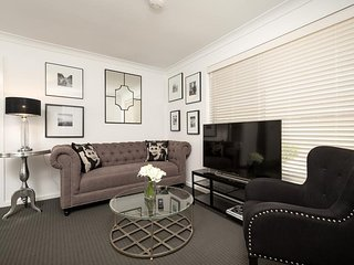 Perfect 2 bedroom Apartment in Albury with Internet Access - Albury vacation rentals