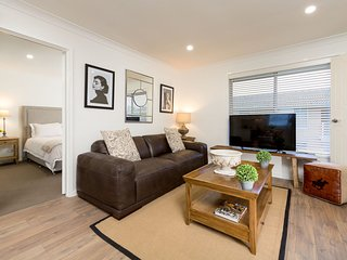 Perfect 2 bedroom Condo in Albury with Internet Access - Albury vacation rentals
