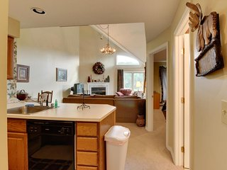 Ski condo near Pico Mountain w/ slope views, access to a shared pool! - Killington vacation rentals