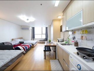 Hongdae Hapjeong Residence. D8 - Seoul vacation rentals