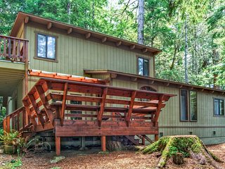 Secluded dog-friendly home w/ deck, cozy interior, great location, and more! - Mendocino vacation rentals
