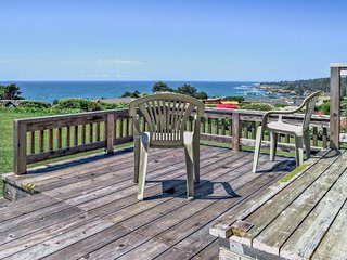 Beach bungalow w/private hot tub, ocean views - walk to downtown Mendocino - Mendocino vacation rentals