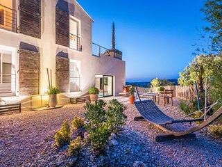 Villa de luxe Uzès, 4 chambres/piscine intérieure - Saint-Siffret vacation rentals