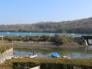 Harbour House: A 3 Bedroom Cottage with Terrace and Fowey River Views - Golant vacation rentals
