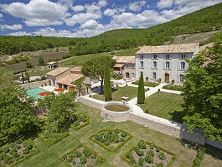 Beautiful 10 Bedroom Family Property Located in 'Haute Provence' - Rustrel vacation rentals