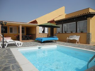 Villa Oasi - Chill-out & Private Pool - Corralejo vacation rentals