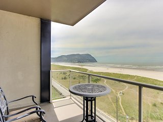 Homey oceanfront condo for 4 - views, pool & sauna access! - Seaside vacation rentals