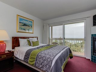 Upper-level oceanview studio near the beach - dogs welcome! - Lincoln City vacation rentals