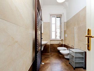 Beautiful apartment in Trieste neighborhood - Roma vacation rentals