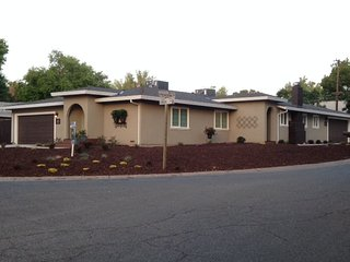 LOVELY 3 BD, 2BA, 2 CAR GARAGE! YARD & RV ACCESS! - Sacramento vacation rentals