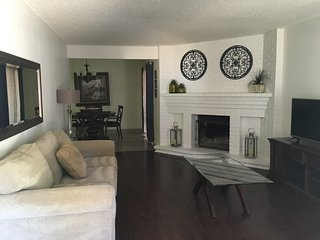 LOVELY 2 BEDROOM, 2 BATH, 2 CAR GARAGE, WITH YARD! - Citrus Heights vacation rentals