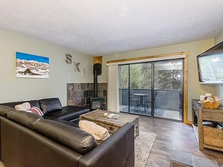 Perfect 2 bedroom Yampa Condo with Deck - Yampa vacation rentals