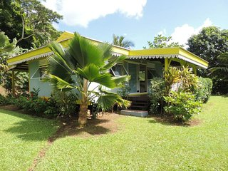 Cozy 2 bedroom Fare House with Internet Access - Fare vacation rentals