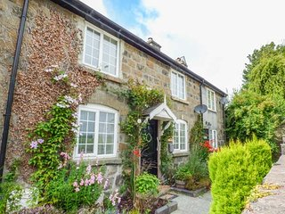 TROED Y RHIW, mid-terrace, woodburner, private enclosed garden, Caersws, Ref 942337 - Caersws vacation rentals