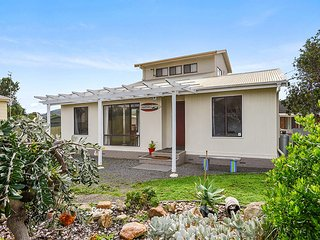 SA Holiday House: 'Seagull's Nest' Beach House - Port Elliot - Port Elliot vacation rentals