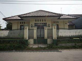 Dtradisi Blunyahgede Homestay Yogyakarta Indonesia - Sleman vacation rentals