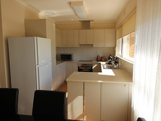Wallaby's Retreat Seacombe Heights BIG 5 bedroom furnished House Billabong Homes - Bedford Park vacation rentals