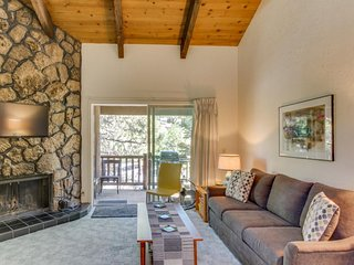Dog-friendly studio near Mt. Bachelor w/SHARC passes! Only 5 minutes to river! - Sunriver vacation rentals
