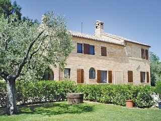 4 bedroom Villa in Petriolo, Marches Countryside, Italy : ref 2279883 - Petriolo vacation rentals