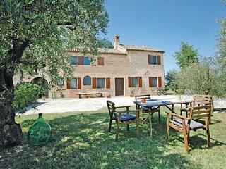 4 bedroom Villa in Petriolo, Marches Countryside, Italy : ref 2279883 - Petriolo vacation rentals