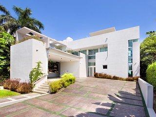 Villa Marco- 4 bedrooms +4.5 bathrooms - Miami Beach vacation rentals