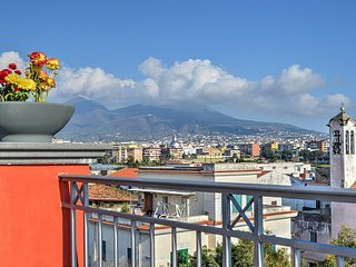 Charming 4 bedroom Napoli House with Deck - Napoli vacation rentals