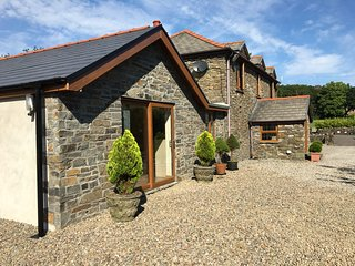 Comfortable 1 bedroom Cottage in Neath with Internet Access - Neath vacation rentals