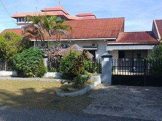 4 bedroom Guest house with A/C in Padang - Padang vacation rentals