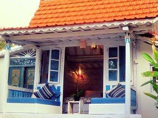 Halimah`s House vintage teak house by the sea - Kaliasem vacation rentals