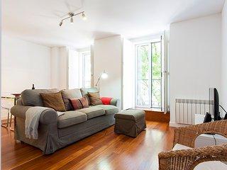 Belém Burgundy Apartment | RentExperience - Lisbon vacation rentals