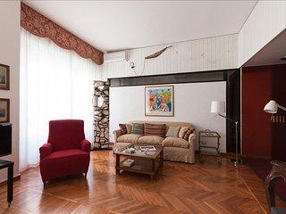 SUPER CENTRAL SMART APARTMENT - Milan vacation rentals