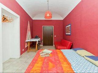Grande stanza al centro di Palermo - Palermo vacation rentals